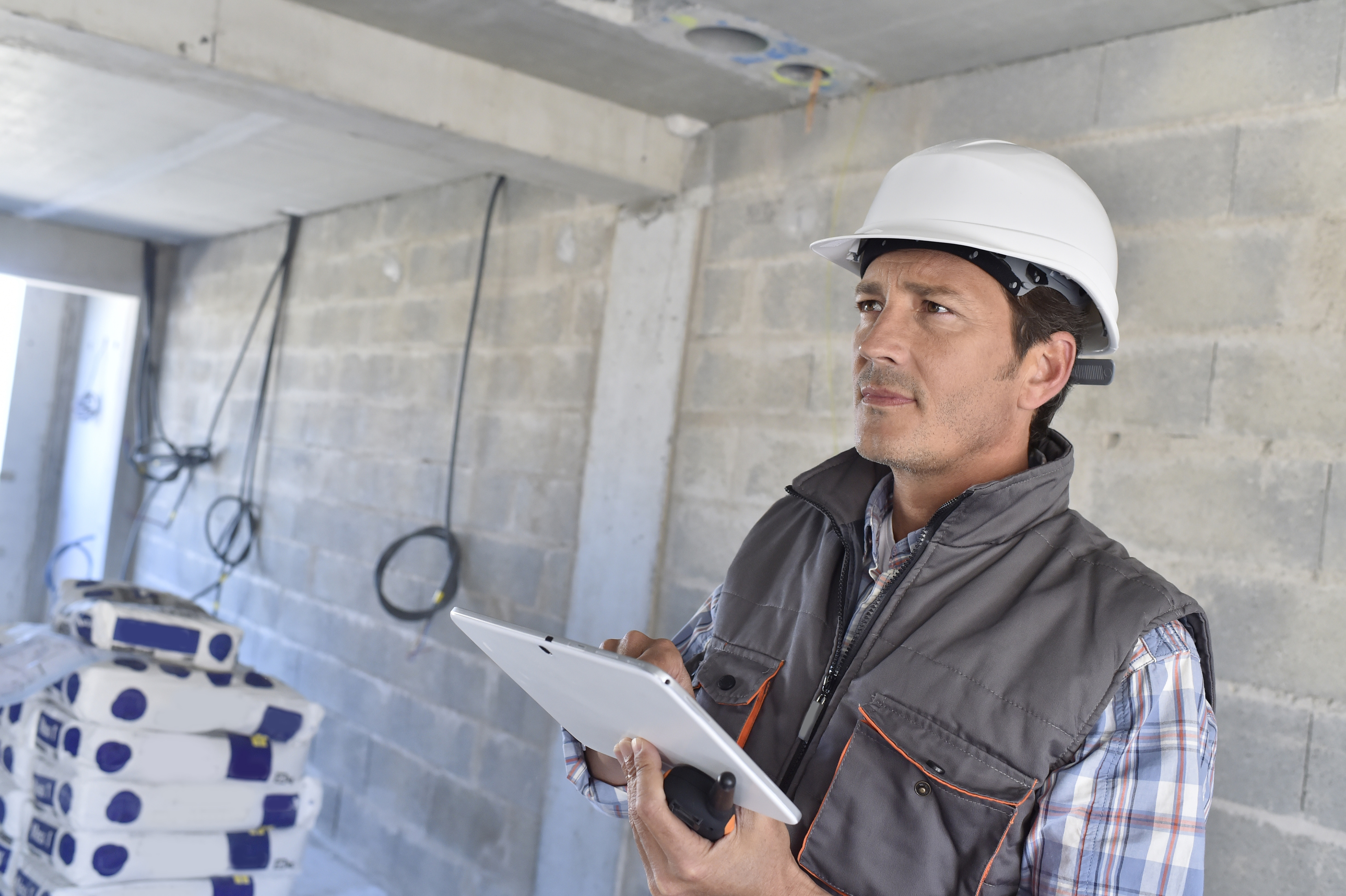 construction-manager-using-tablet-on-building-site